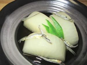 煮干しの旨味を加えた大根の煮物