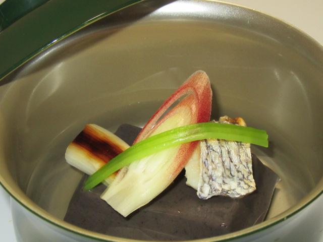 焼き鯛と黒ごま豆腐の吸い物,春の献立