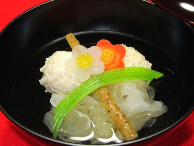 くわい入り鶏つくね団子と白きくらげの梅花椀,冬の吸い物の献立