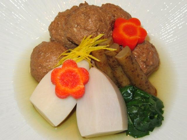 くわい入り鶏団子と里芋のたき合わせ,ごぼうと梅人参