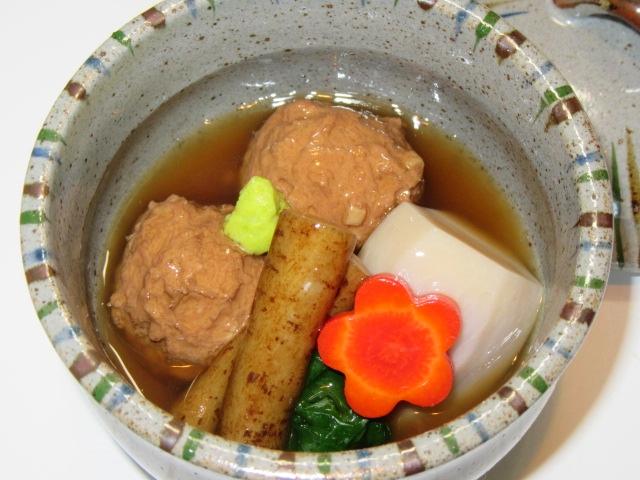 くわい入り鶏団子と里芋のたき合わせべっこうあんかけ,ごぼうと梅人参
