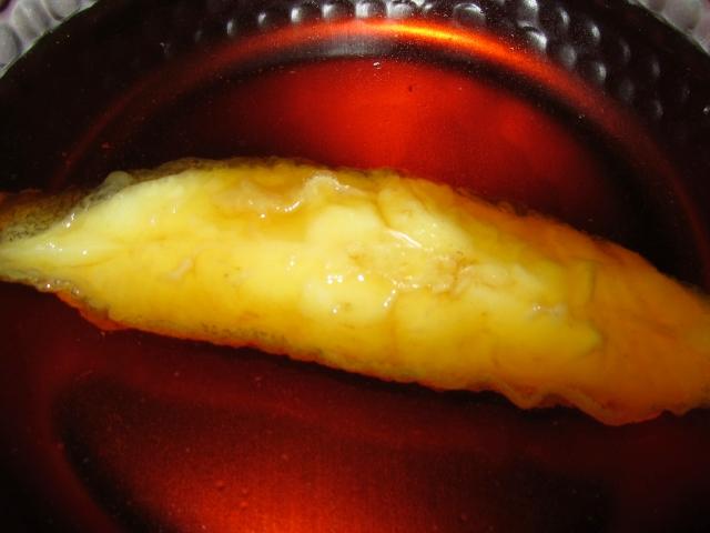かれいの揚げおろし煮の作り方,魚の切り身を煮汁に入れる工程
