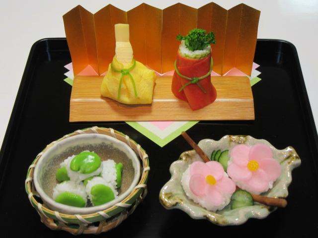 雛寿司,3月ひな祭りの献立,男雛と女雛,右近のたちばな一寸豆寿司,左近の桜日の菜の漬物寿司