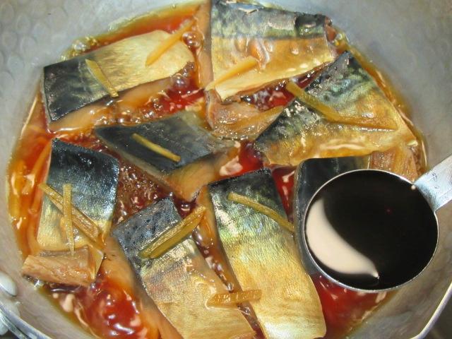 さばのしょうが煮の作り方手順,たまり醤油を加える工程