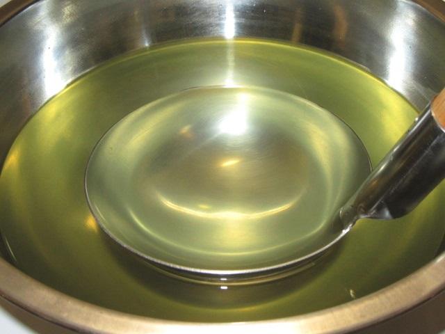 昆布とかつお節,煮干しのだし汁