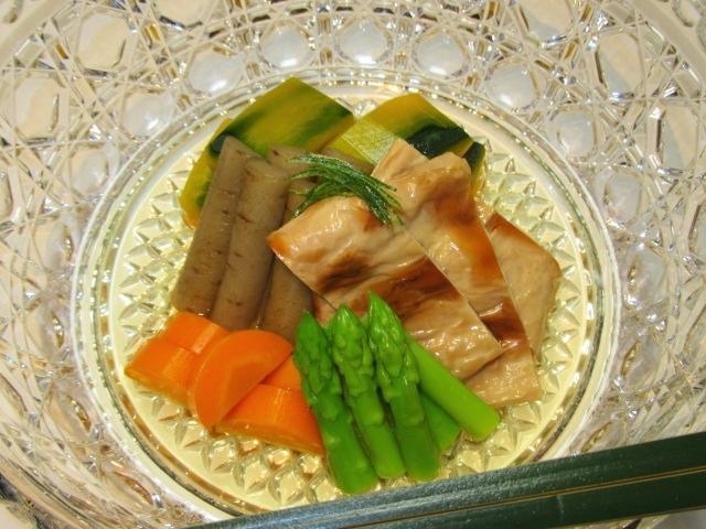 煮汁の黄金比で仕上げた炊き合わせ五種盛り,色紙南瓜,焼き目湯葉,ごぼう,アスパラ,人参,針ゆず