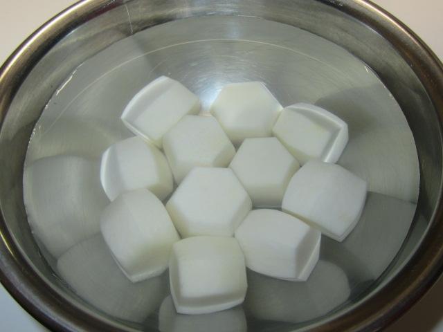 里芋の煮物の作り方と下ゆで手順,六方小芋の飾り切り