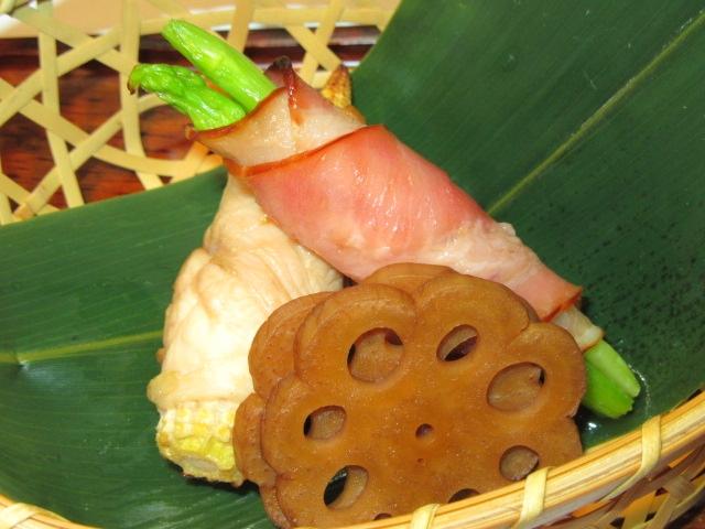 野菜の肉巻き,焼き物2種盛り,ヤングコーンの鶏肉巻き,アスパラベーコン巻き,べっこうれん根