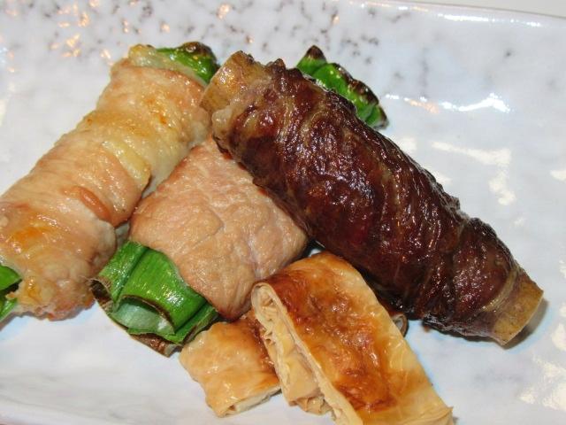 野菜の肉巻き焼き物三種盛り,牛肉八幡巻き,青ねぎの鴨肉巻き,万願寺唐辛子の豚肉巻き,湯葉