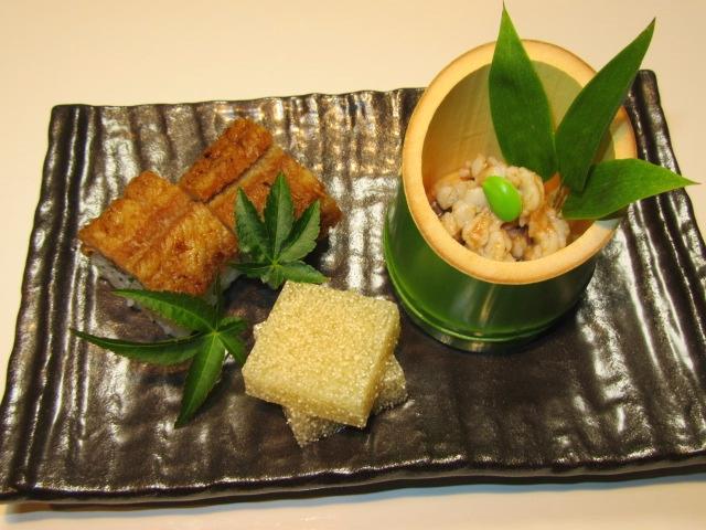 鱧料理の献立,前菜三種盛り,鱧寿司,鱧の子のゼリー寄せ,湯引きの梅肉和え