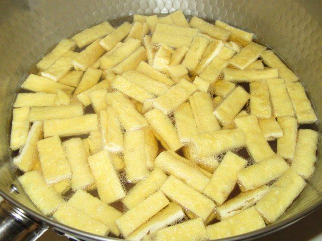 白菜と油揚げの煮物の作り方手順,油揚げを煮る工程