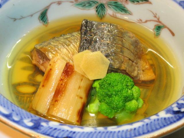 焼き塩さばと白ねぎの煮物,青味野菜ブロッコリー