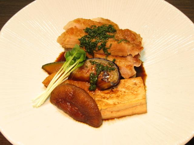 豚ロースの焼き物,椎茸,豆腐,南瓜,茄子,長芋,貝割れ,大葉