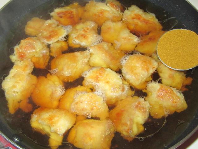 鶏もも肉のカレー煮の作り方,カレー粉を入れる工程